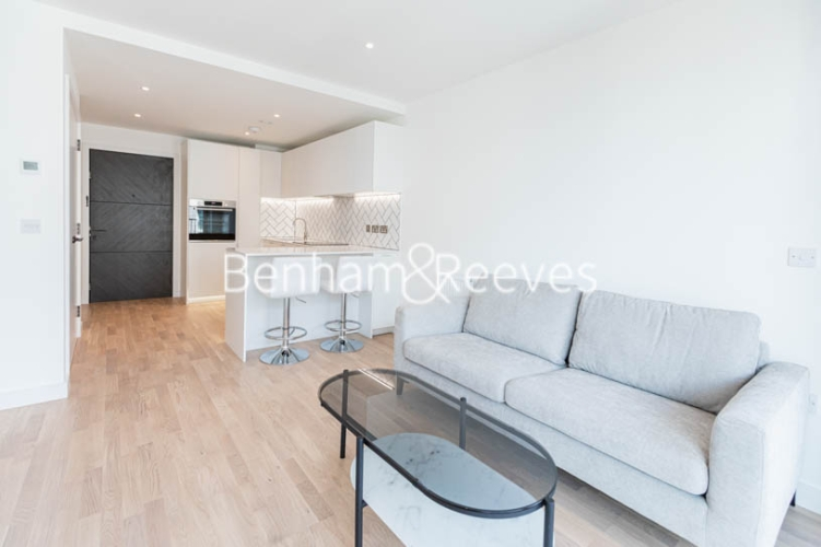 1 bedroom(s) flat to rent in Greenleaf Walk, Southall,UB1-image 6