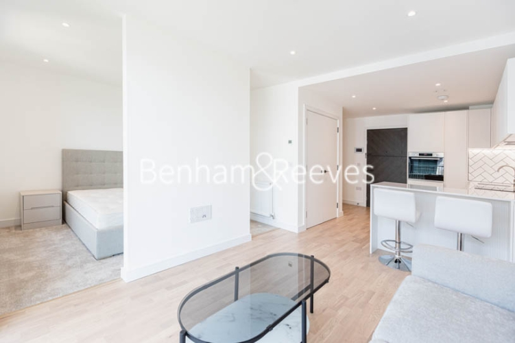 1 bedroom(s) flat to rent in Greenleaf Walk, Southall,UB1-image 7
