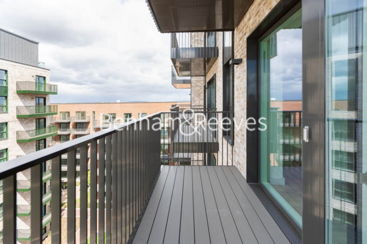 1 bedroom(s) flat to rent in Greenleaf Walk, Southall,UB1-image 11