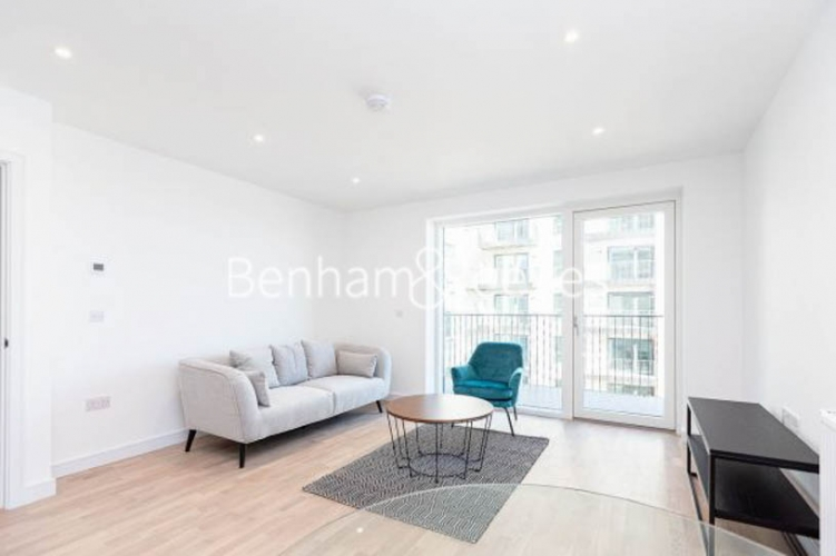 1 bedroom(s) flat to rent in Greenleaf Walk,Southall, UB1-image 1