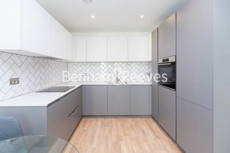 1 bedroom(s) flat to rent in Greenleaf Walk,Southall, UB1-image 2