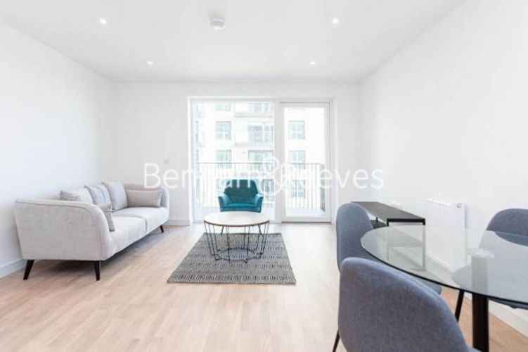 1 bedroom(s) flat to rent in Greenleaf Walk,Southall, UB1-image 3