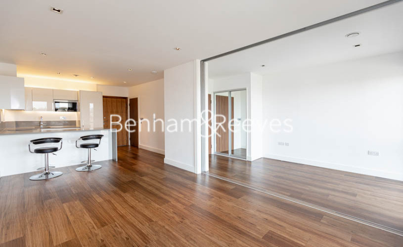 1 bedroom(s) flat to rent in Longfield Avenue,Ealing,W5-image 1
