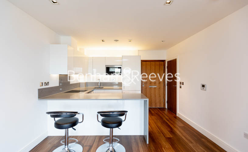 1 bedroom(s) flat to rent in Longfield Avenue,Ealing,W5-image 4