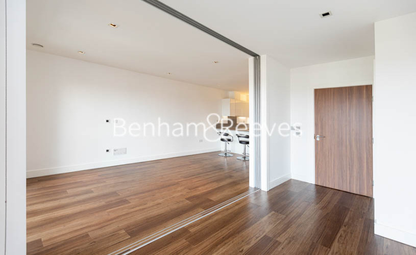 1 bedroom(s) flat to rent in Longfield Avenue,Ealing,W5-image 11