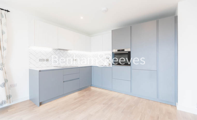 2 bedroom(s) flat to rent in Accolade Avenue, Southall, UB1-image 7