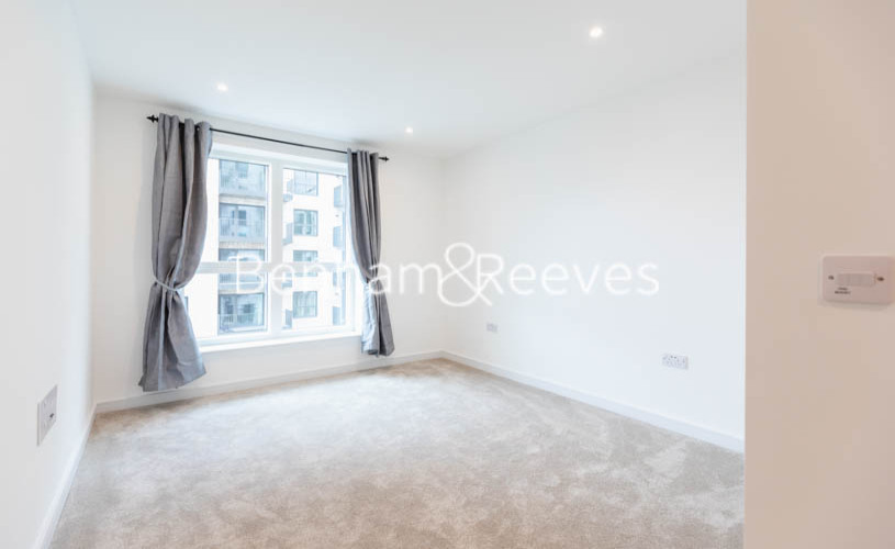 2 bedroom(s) flat to rent in Accolade Avenue, Southall, UB1-image 12