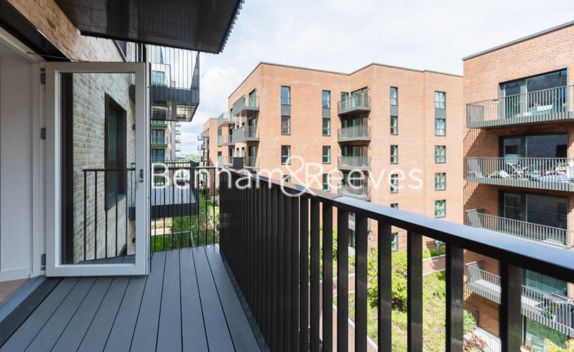 1 bedroom(s) flat to rent in Greenleaf Walk, Southall, UB1-image 9