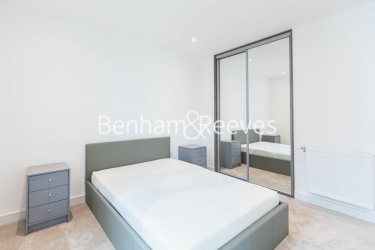 1 bedroom(s) flat to rent in Greenleaf Walk, Southall, UB1-image 3