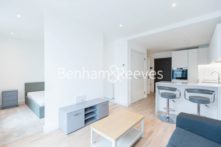 1 bedroom(s) flat to rent in Greenleaf Walk, Southall, UB1-image 11