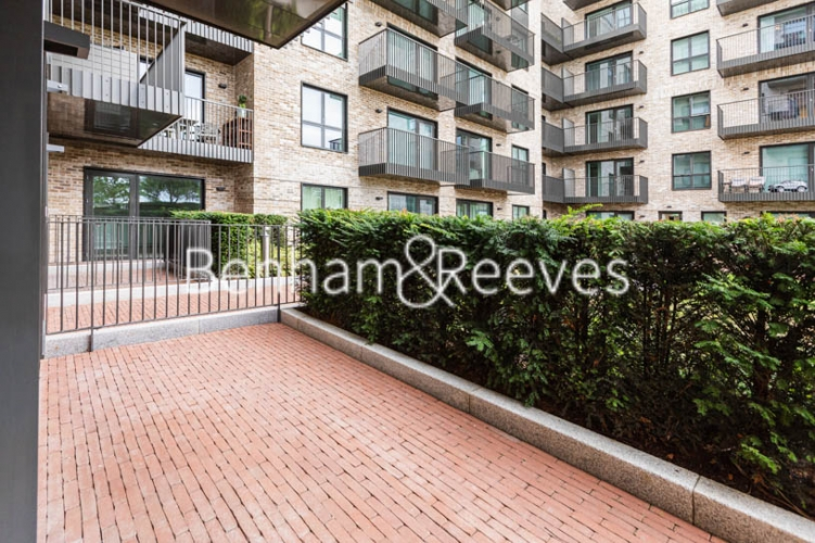 1 bedroom(s) flat to rent in Greenleaf Walk, Southall, UB1-image 5