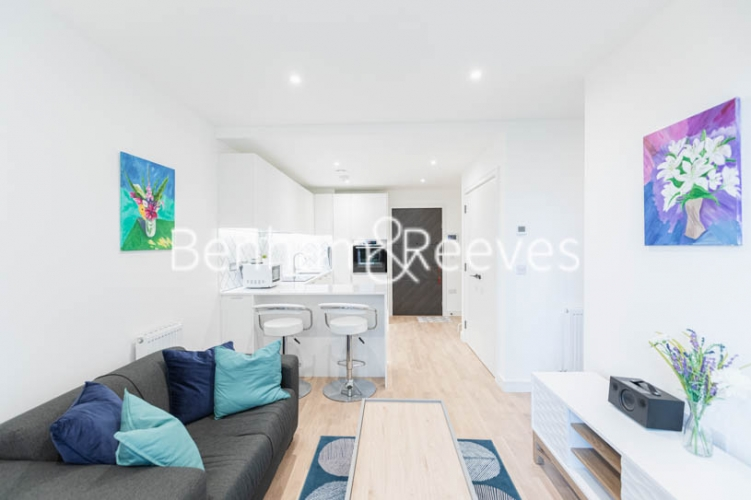 1 bedroom(s) flat to rent in Greenleaf Walk, Southall, UB1-image 10