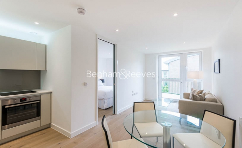 Studio flat to rent in Tudway Road, Kidbrooke, SE3-image 1