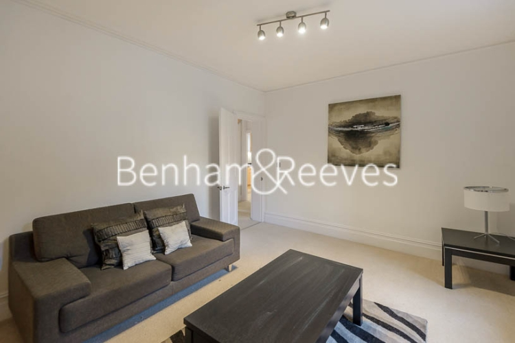 1 bedroom(s) flat to rent in Queen's Club Gardens, Hammersmith, W14-image 1
