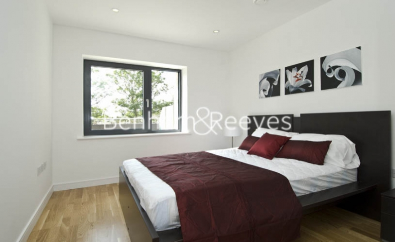 2 bedroom(s) flat to rent in Avershaw House, Putney Square, SW15-image 3