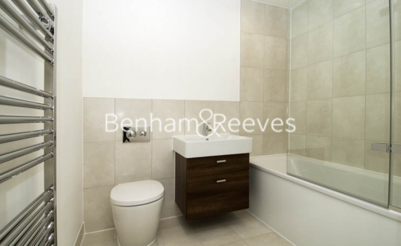 2 bedroom(s) flat to rent in Avershaw House, Putney Square, SW15-image 4