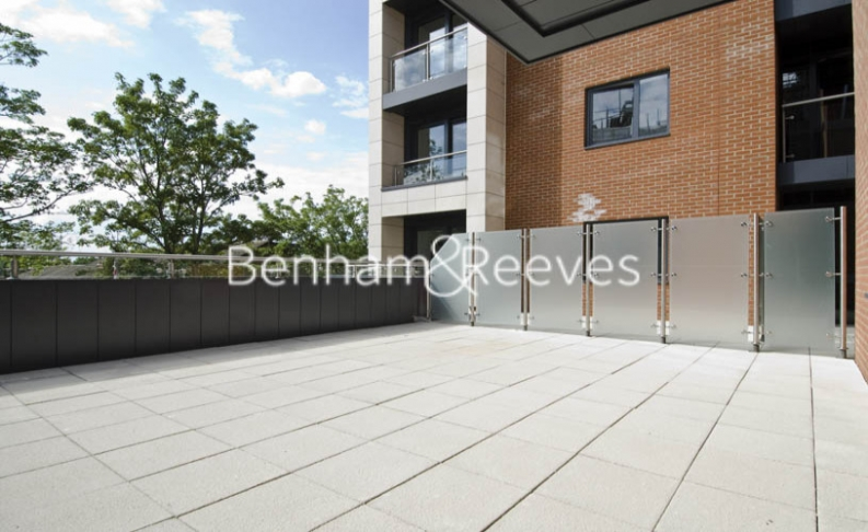 2 bedroom(s) flat to rent in Avershaw House, Putney Square, SW15-image 5