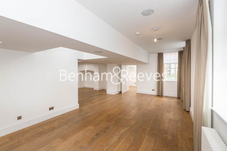 3 bedroom(s) flat to rent in Roehampton House, Roehampton, SW15-image 7