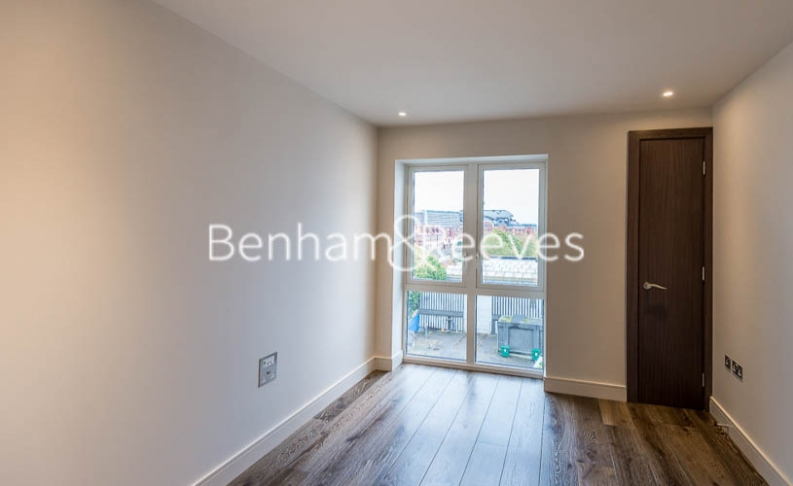 4 bedroom(s) flat to rent in Regatta Lane, Hammersmith, W6-image 15