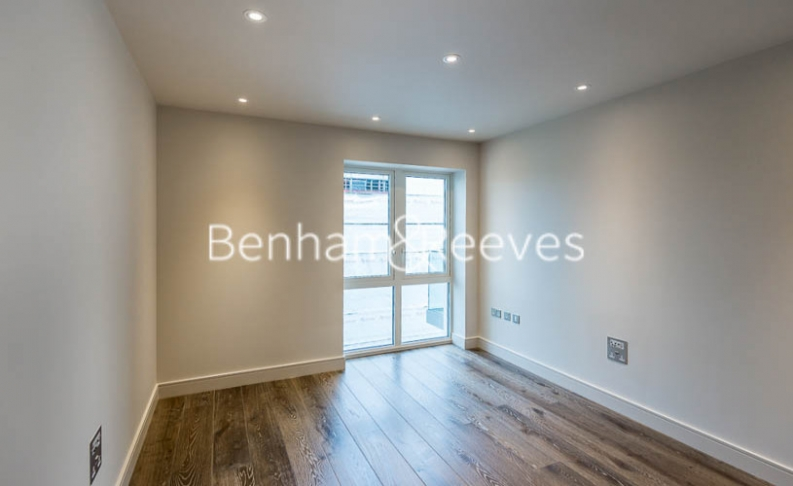 4 bedroom(s) flat to rent in Regatta Lane, Hammersmith, W6-image 17