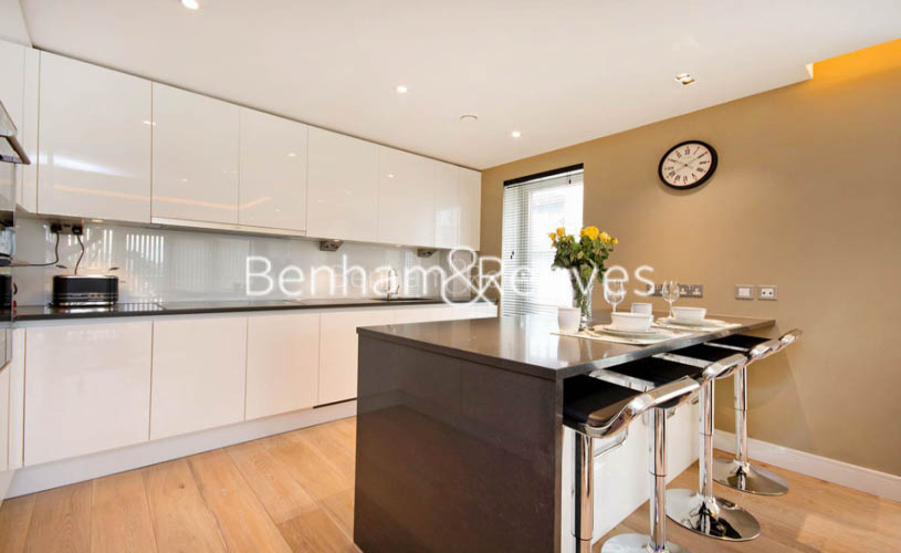 2 bedroom(s) flat to rent in Brunswick House, Hammersmith, W6-image 2