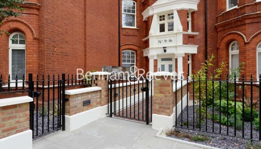 2 bedroom(s) flat to rent in Hamlet Gardens, Ravenscourt Park, W6-image 5