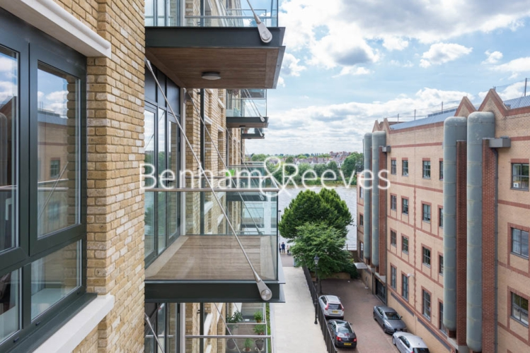 2 bedroom(s) flat to rent in Chancellor Road, Hammersmith, W6-image 5
