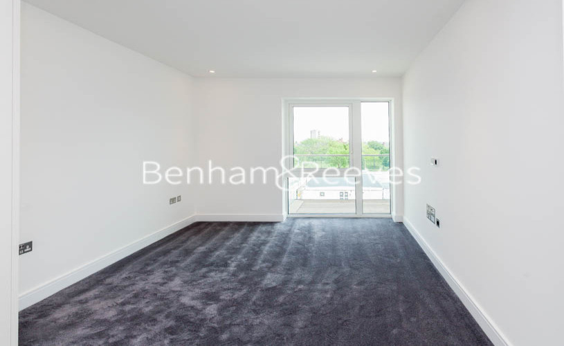 1 bedroom(s) flat to rent in Faulkner House, Fulham Reach, W6-image 3