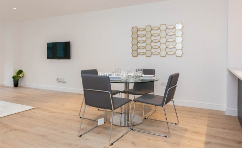 2 bedroom(s) flat to rent in Sovereign Court, Fulham, W6-image 4