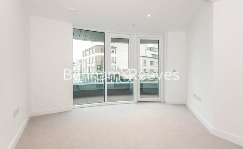 2 bedroom(s) flat to rent in Lancaster House, Sovereign Court, Hammersmith, W6-image 3