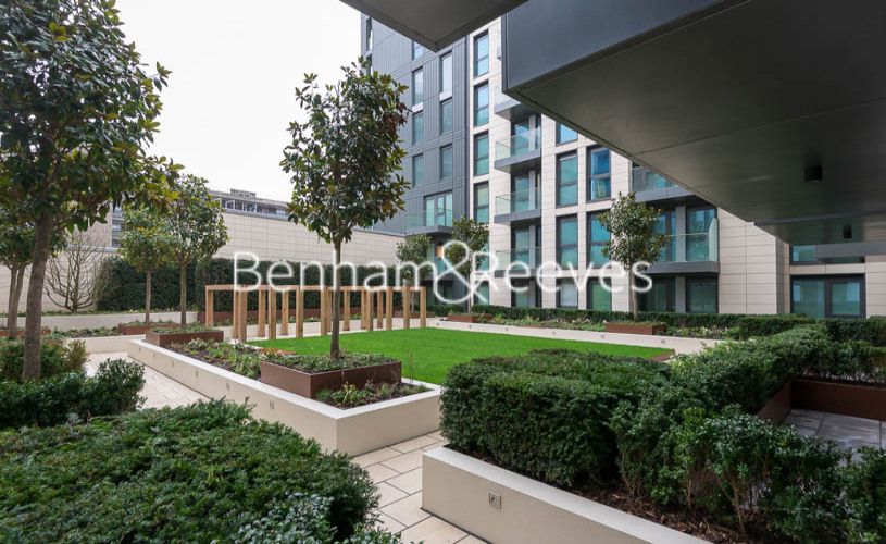 2 bedroom(s) flat to rent in Lancaster House, Sovereign Court, Hammersmith, W6-image 8