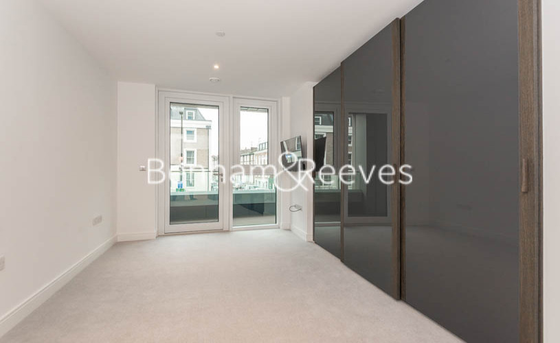 2 bedroom(s) flat to rent in Lancaster House, Sovereign Court, Hammersmith, W6-image 11