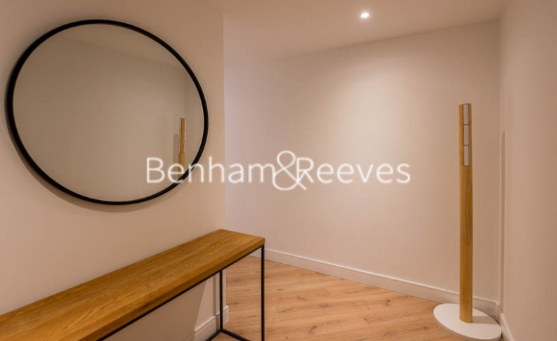 2 bedroom(s) flat to rent in Sovereign Court, Hammersmith, W6-image 15