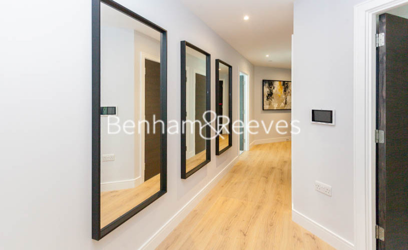 2 bedroom(s) flat to rent in Sovereign Court, Hammersmith, W6-image 11