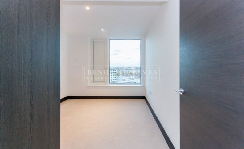 3 bedroom(s) flat to rent in Sovereign Court, Hammersmith, W6-image 8
