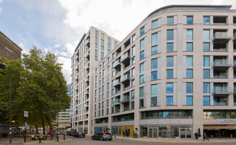 Studio flat to rent in Sovereign Court, Hammersmith, W6-image 2