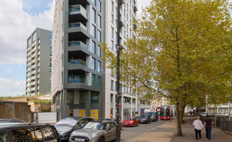 Studio flat to rent in Sovereign Court, Hammersmith, W6-image 3