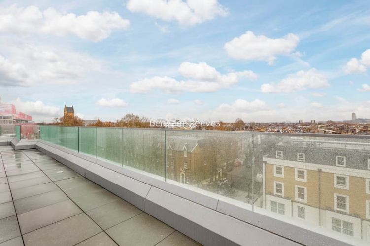 3 bedroom(s) flat to rent in Sovereign Court, Hammersmith, W6-image 11