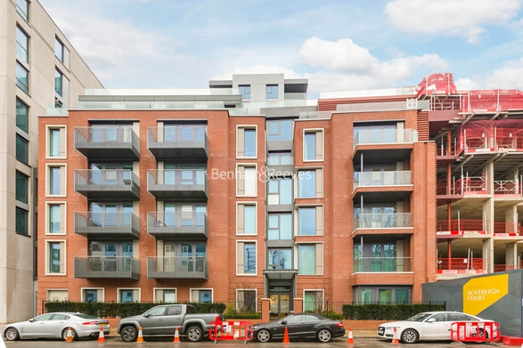 3 bedroom(s) flat to rent in Sovereign Court, Hammersmith, W6-image 13