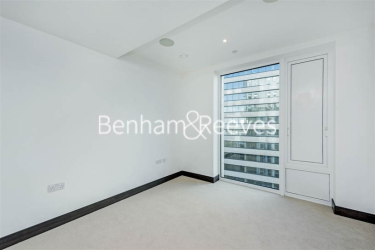 3 bedroom(s) flat to rent in Sovereign Court, Hammermsith, W6-image 3