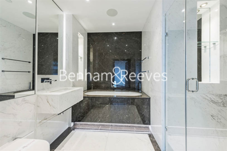 3 bedroom(s) flat to rent in Sovereign Court, Hammermsith, W6-image 4