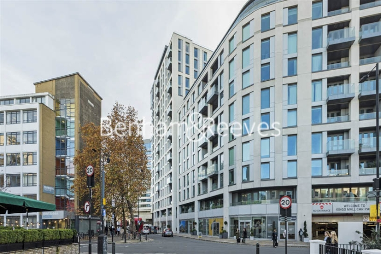 3 bedroom(s) flat to rent in Sovereign Court, Hammermsith, W6-image 8