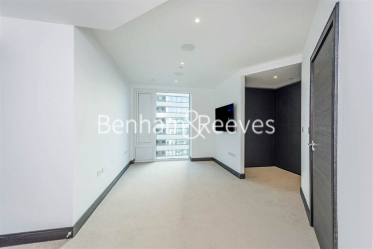 3 bedroom(s) flat to rent in Sovereign Court, Hammermsith, W6-image 10