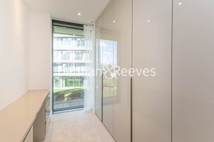 3 bedroom(s) flat to rent in Parr's Way, Hammersmith, W6-image 5