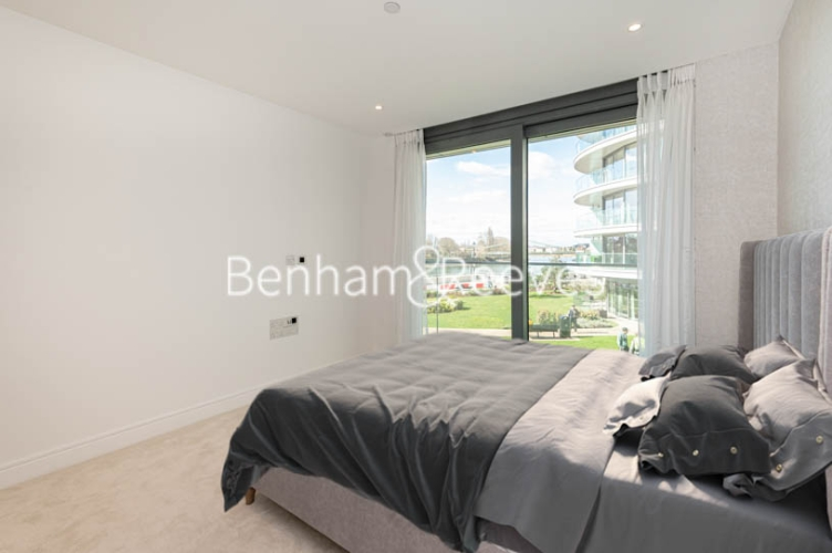 3 bedroom(s) flat to rent in Parr's Way, Hammersmith, W6-image 12