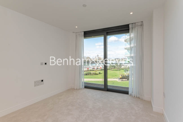 3 bedroom(s) flat to rent in Parr's Way, Hammersmith, W6-image 15