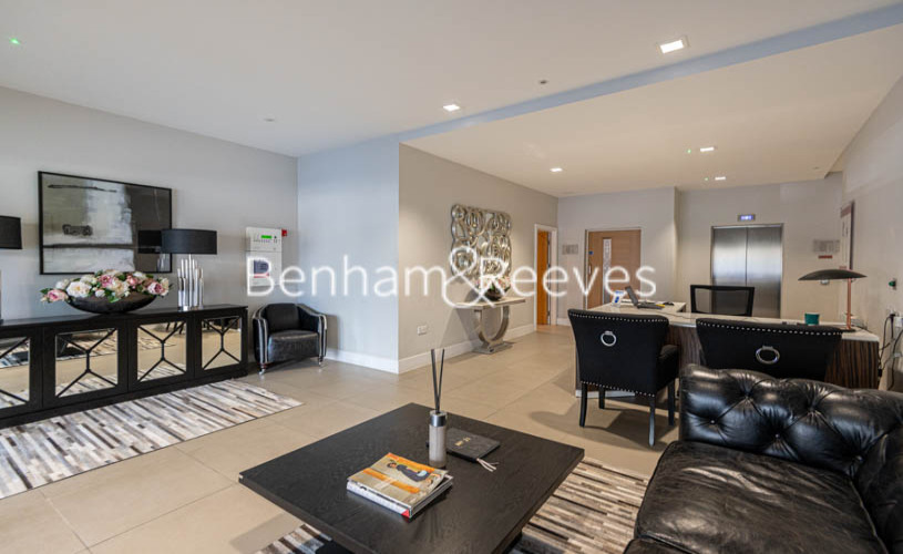 Studio flat to rent in King Street, Hammersmith , W6-image 1