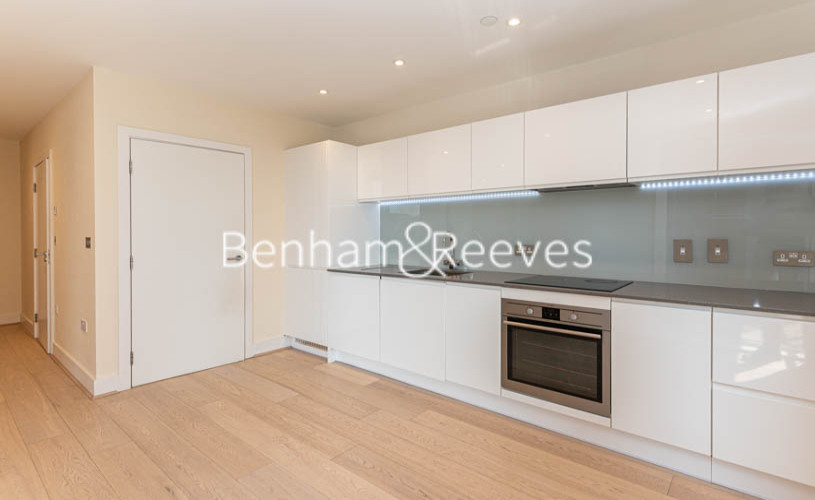 Studio flat to rent in King Street, Hammersmith , W6-image 2