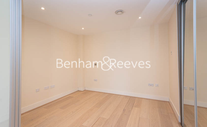 Studio flat to rent in King Street, Hammersmith , W6-image 3