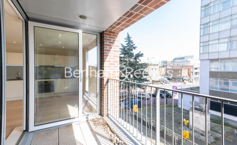 Studio flat to rent in King Street, Hammersmith , W6-image 5